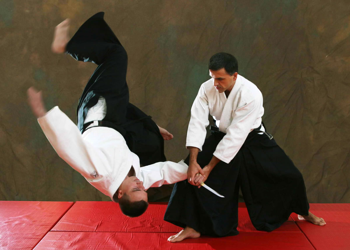 Aikido Nage-waza against the enemy with nife