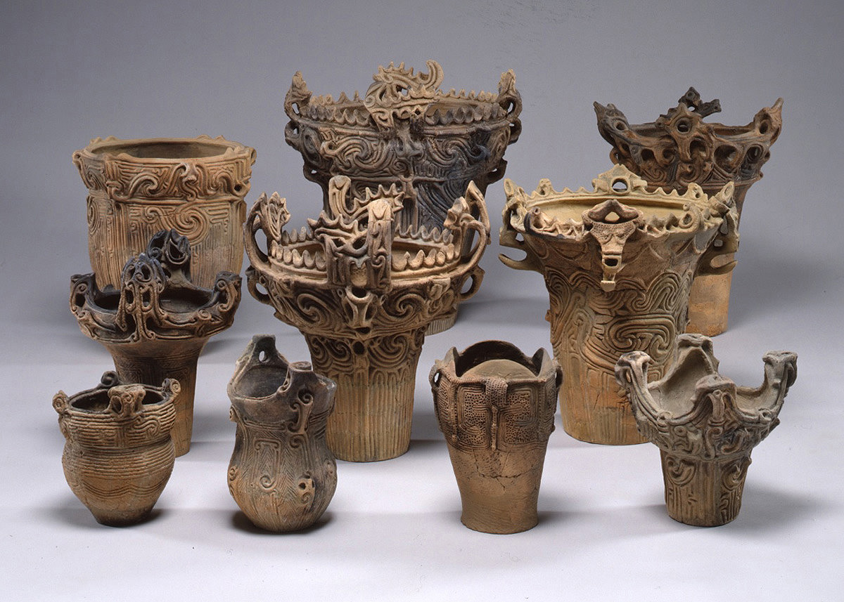 Jomon-style earthenwares, one of the oldest in the world, were made with cords