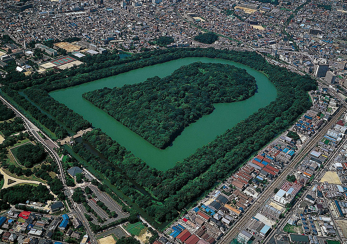 Tumulus of Emperor Nintoku, one of the biggest tumb in the world