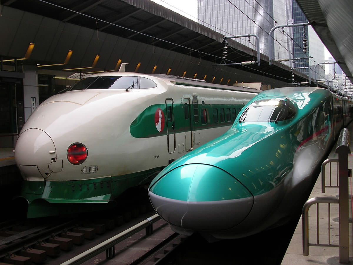 0 Series and E5 Series Shinkansen next to each other